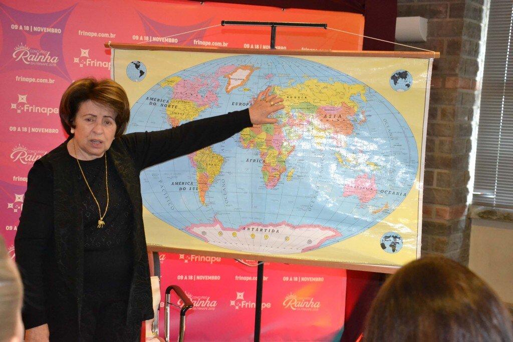 A pesquisadora e historiadora Neusa Cidade Garcez deu uma aula de como chegaram os grupos humanos à nossa região para formação do nosso povo